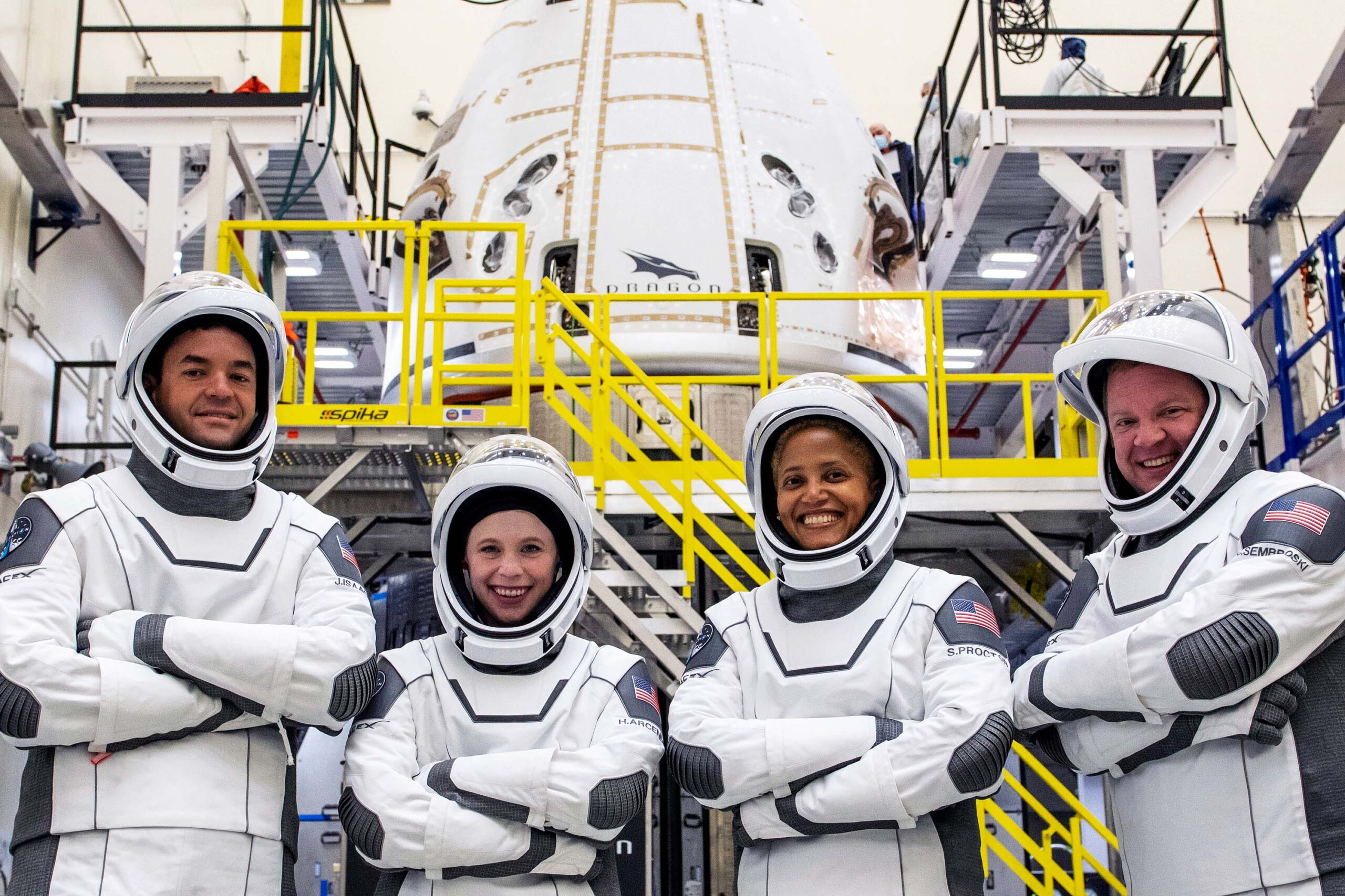 Inspiration4 Crew in spacex space suit ontop.vn at spacex florida